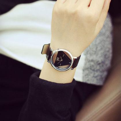 Ceas de mana cu cadran retro negru