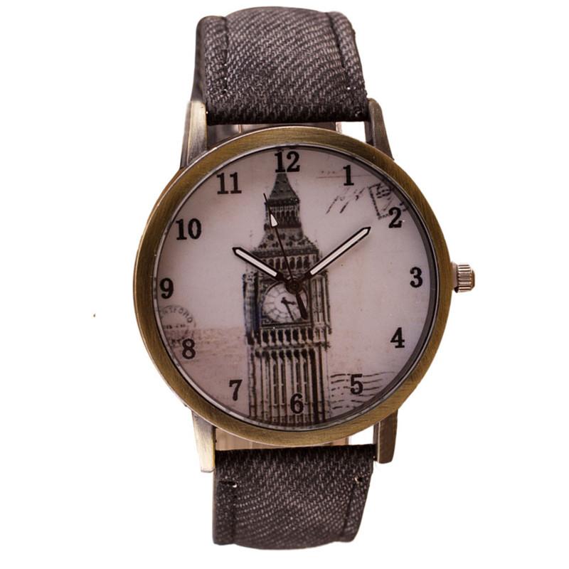 Ceas de mana gri retro clock tower