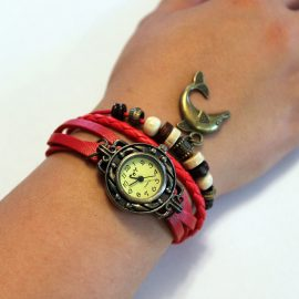 Ceas de mana cu bratari de piele rosii si decoratiuni