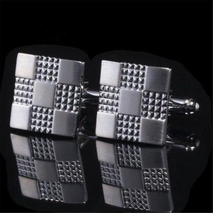 Butoni argintii model deosebit