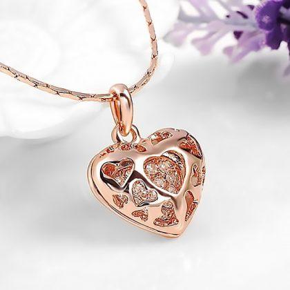 Colier placat aur cu pandantiv inimioara si pietricele profil