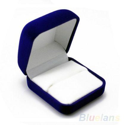 Cutie de bijuterii albastra pentru cadou din flanel sus