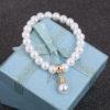 Bratara handmade cu imitatie perle albe sus