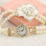 Ceas elegant cu floricica si bratara din perle albe sus