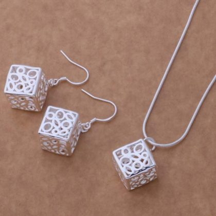 Set argint lantisor si cercei cuburi Eighty-seven