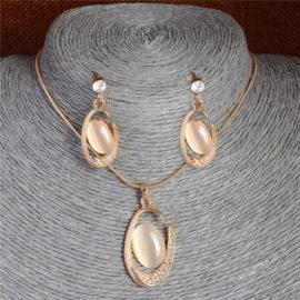 Set elegant placat aur colier si cercei cu pietre