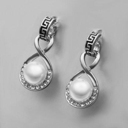 Cercei eleganti cu perla si cristale fata
