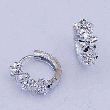Cercei mici argint 925 cu floricele si zirconiu profil