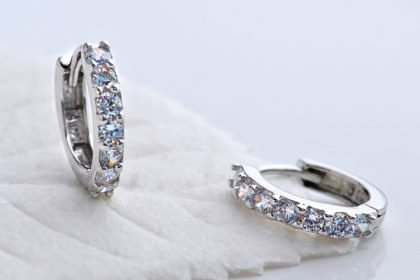 Cercei mici argint 925 cu pietre zirconiu fata