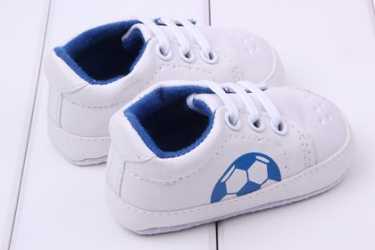Pantofi sport albi baietei 0-6 luni profil