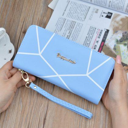 Portofel dama albastru imprimeu geometric fata