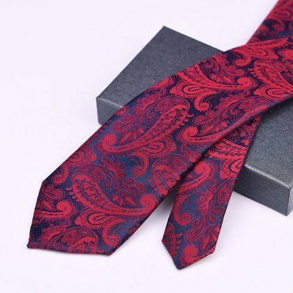 Cravata barbati bordo cu model Fred detalii