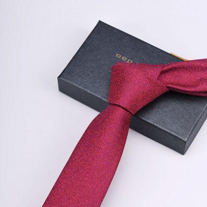 Cravata barbati roz Cristhopher fata