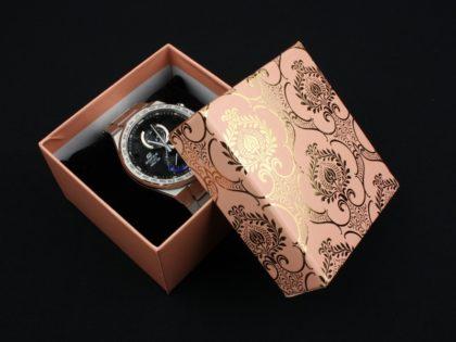 Cutie cadou ceas roz model floral