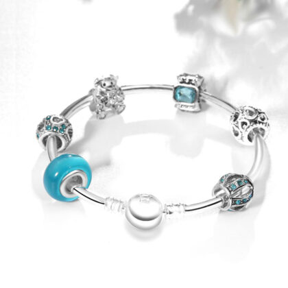 Bratara rigida charm cristale albastre spate
