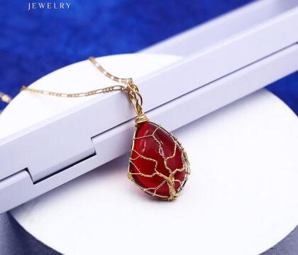 Colier elegant placat aur cristal rosu spate