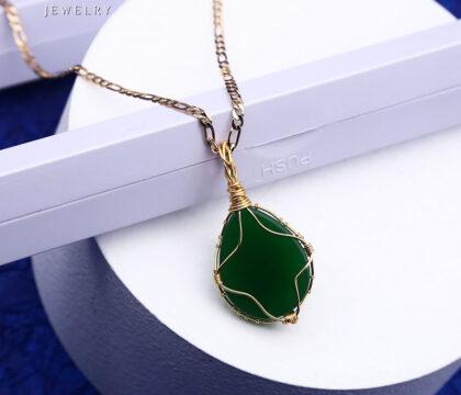 Colier elegant placat aur cristal verde spate